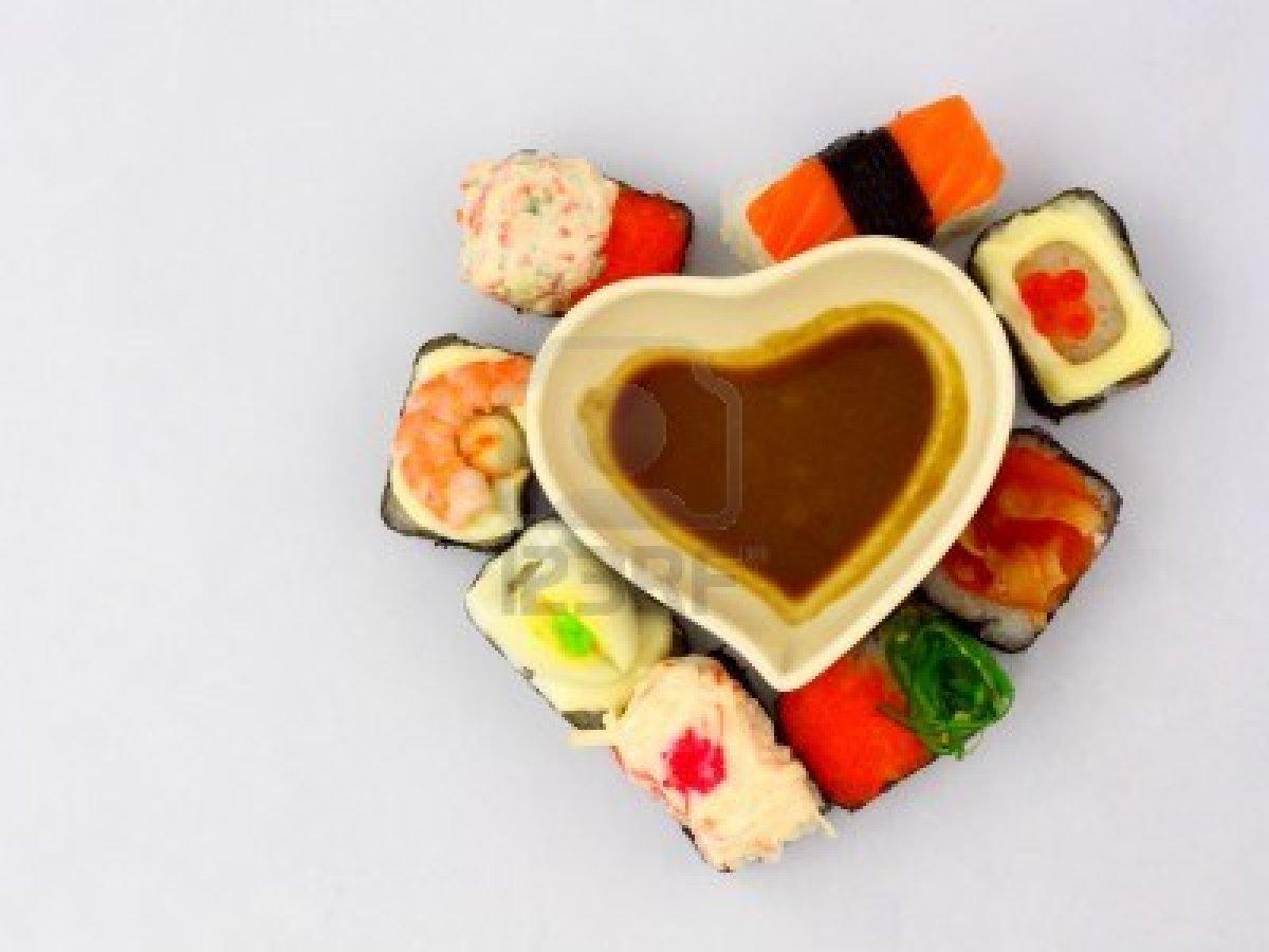 8861363-sushi-in-amore-collezione-di-sushi-a-forma-di-cuore