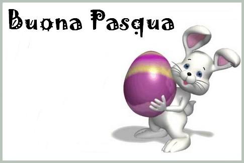 biglietto coniglio con uovo viola in mano